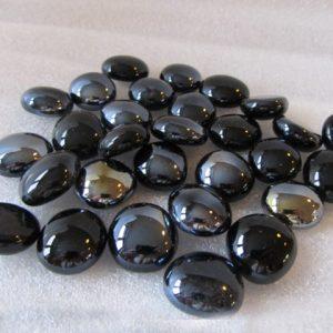 Verzameling glanzende zwarte glaskralen