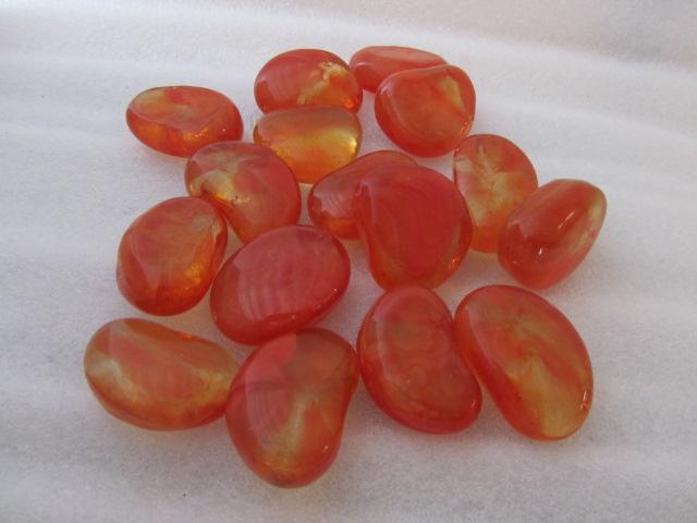 Verzameling oranje glassteentjes van Midland Stone