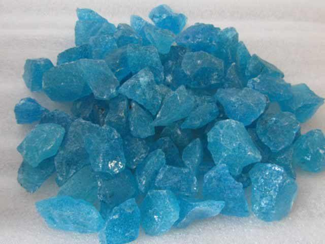 Turquoise glasstukjes