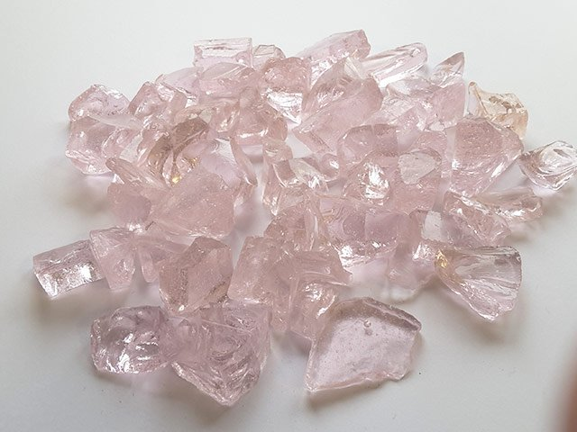 Pink Crushed Stone : Crushed pink glass chippings midland stone